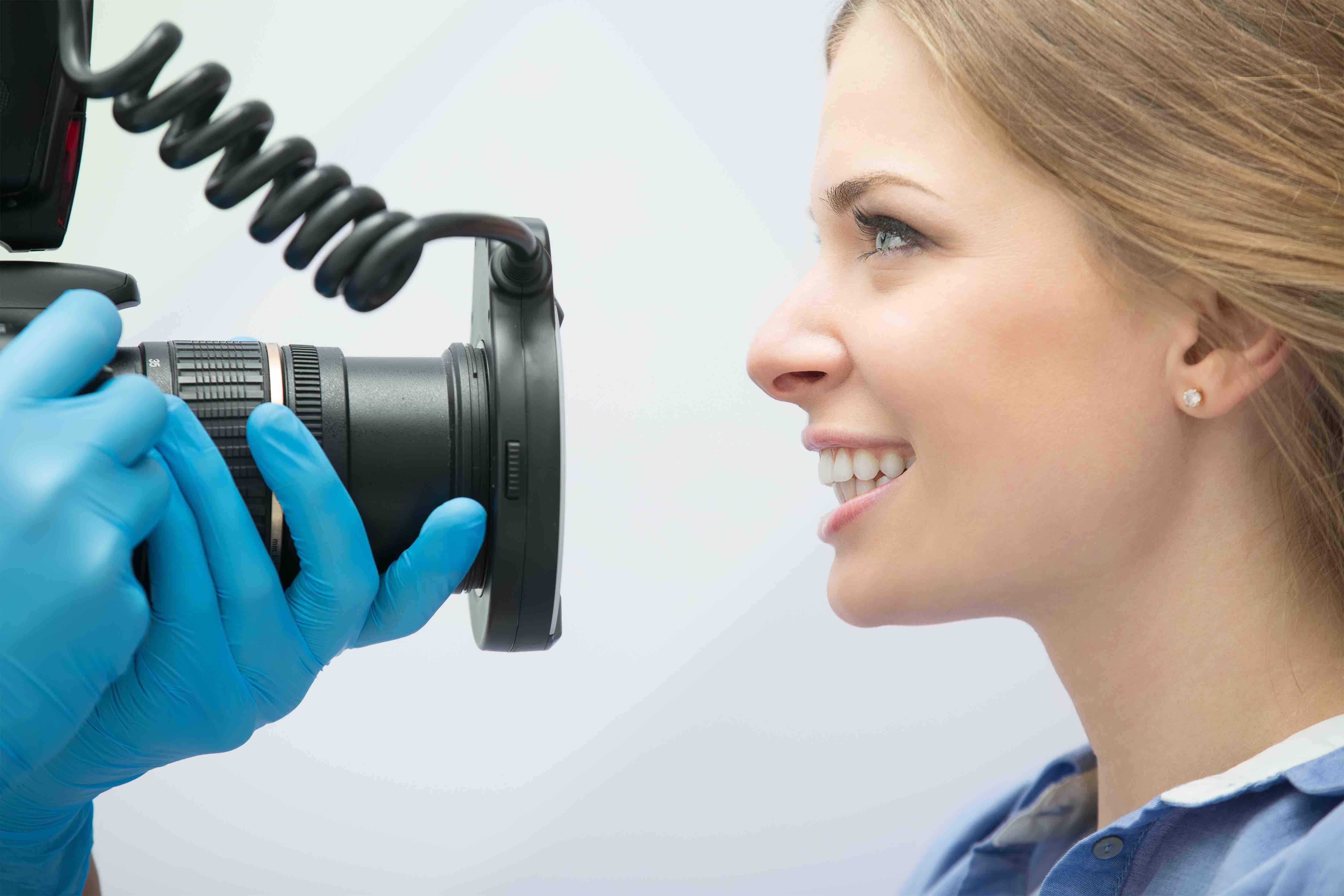 本物の歯にそっくりな差し歯を作りたいとき知っておきたいセラミック治療のこと